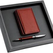 Набор: визитница, ручка Визитница имеет 4 внутренних отделения фото