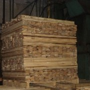Паллетные заготовки из разных пород древесины фото