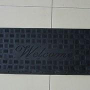 Противосколзящий коврик (самоклеящий) на ступеньки 900х300х6мм резина фото