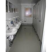 Здания и помещения общественные. Санитарный контейнер. Полностью оснащённые высококачественные санитарные помещения. фото