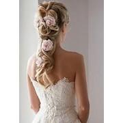 Укладка свадебной прически, наращивание волос, свадебный макияж фото