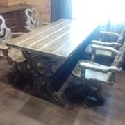 Деревянный стол и стулья фото