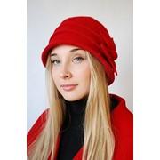 Шляпка женская с цветком-ромашкой красная фото