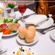 Ресторан в гостинице, Элегантный ресторан отеля, Шведский стол на завтрак, Обеды по меню, Изысканный ужин. фото