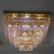 Потолочный хрустальный светильник квадратной формы фото