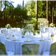 Свадебная церемония на берегу озера фото