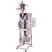 Вертикальная формовочно-фасовочно-укупорочная машина для упаковки жидких продуктов в пакеты фото
