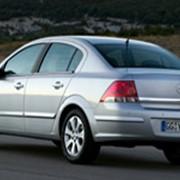 Автомобиль седан Opel Astra фото