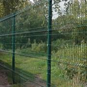 Забор из сетчатых 3D европанелей фото