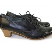 Туфли кожаные на низком каблуке фото
