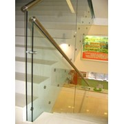 Ограждения стеклянные лестниц фото