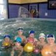 Услуги детского плавательного бассейна фото