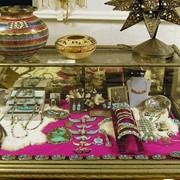 Торговое оборудование для ювелирных магазинов, подиумы для демонстрации гарнитуров фото