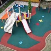 Безопасные покрытия для детских площадок фото