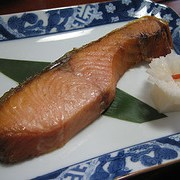 Производим лосось солены и копченый, пивные наборы фото