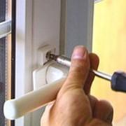 Ремонт, установка, замена дверной и оконной фурнитуры фото