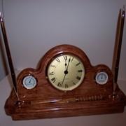 Часы настольные в резном окладе ручной работы (местное время, гигрометр, термометр). фото