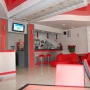 Мебель для баров, ресторанов, кафе из дерева фото