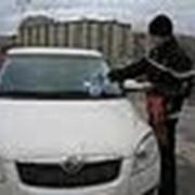 Распространение листовок под дворники автомобилей, Луганск фото