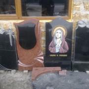 Изготовление надгробий,ритуальных памятников из камня фото