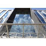 Мойка фасадов и стекло прозрачных конструкций зданий фото