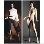 Манекен женский реалистичный телесный, с макияжем (парик отдельно), для одежды в полный рост, стоячий, левая нога немного отставлена в сторону. фото