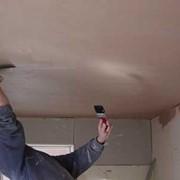 Выравнивание потолка под правило фото