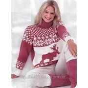 Вязаный свитер с оленями. фото