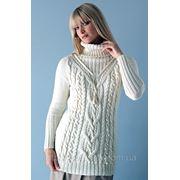 Вязаный свитер спицами. фото