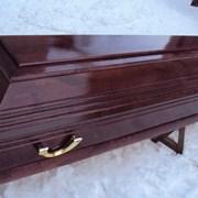 Гроб лакированный фото