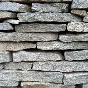 Брусянский гранит натуральный природный камень плитняк фото
