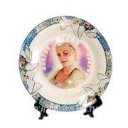 Тарелка с любчм изображением на подставке (голубой орнамент) фото
