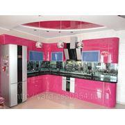 Кухня на заказ с окрашенными фасадами фото