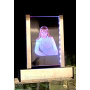Цветной портрет в стекле - лазерная гравировка фото