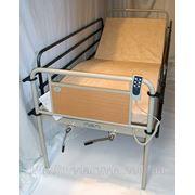 Аренда медицинской электрической трехсекционной кровати с откидными поручнями и матрасом в комплекте. фото