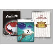 Блокноты с логотипом, крепление — металлическая пружина, 50 листов в блоке, ламинация обложки фото