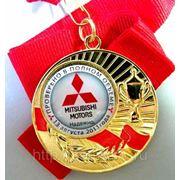 Медаль наградная с заливным вкладышем и лентой фото