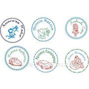 Многоцветные детские именные печати на заказ фото