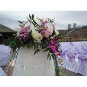 Свадебный букет, оформление цветами и тканью. фото