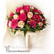 Малиново-кремовый букет невесты фото