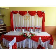 Украшение зала в красном цвете фото