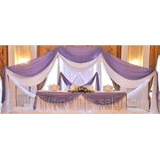 Оформление банкетных залов цветами, тканью, светящимися конструкциями фото
