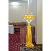Стойка в виде сердца для рассадки гостей(аренда) фото