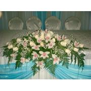 Цветы на стол молодожёнов фото