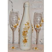 Свадебные бутылки шампанского и бокалы фото