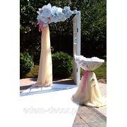 Оригинальная арка для выездной церемонии фото