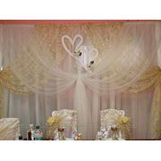 Свадебное оформление, арка-ширма, драпировка тканью банкетного зала на свадьбу фото