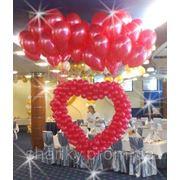 Сердце из воздушных шаров для запуска в небо.