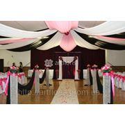 Украшение зала, арки,чехлы,цветы,шары,ткани,свадебное оформление фото