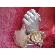 Руки влюбленных, молодоженов фото